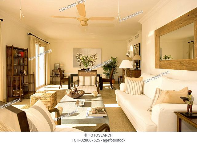 Cream coloured livingroom with ceiling fan