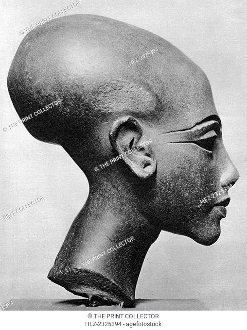 A daughter of King Ikhnaton, 1936. Brown sandstone bust. From the studio of the sculptor Thutmose at El Amarna. Found in the collection of the Ägyptisches...