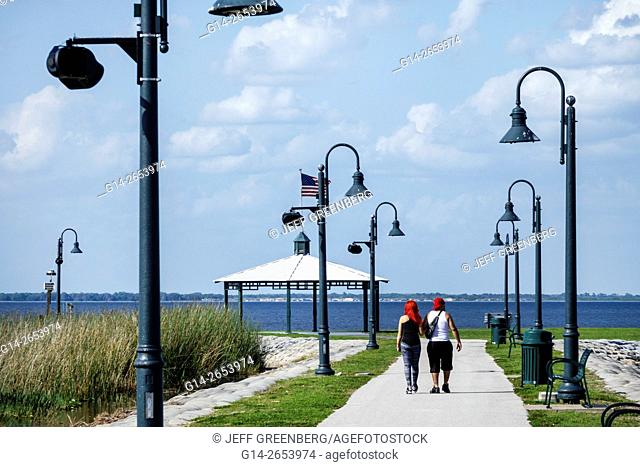 Florida, St Saint Cloud, Lakefront Park, East Lake Tohopekaliga, teen, couple, boy, girl