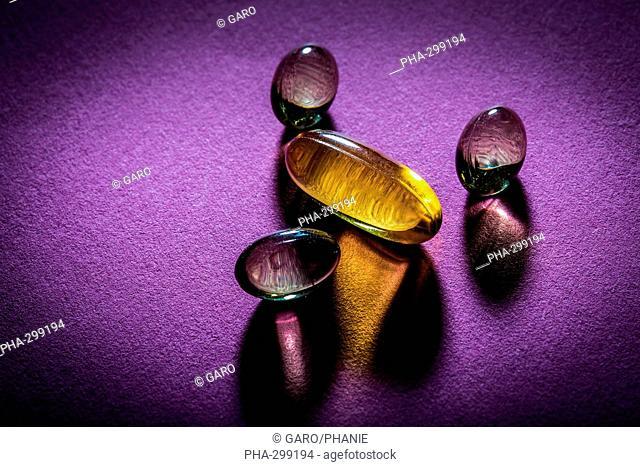 Liquid nutritional supplements in capsules