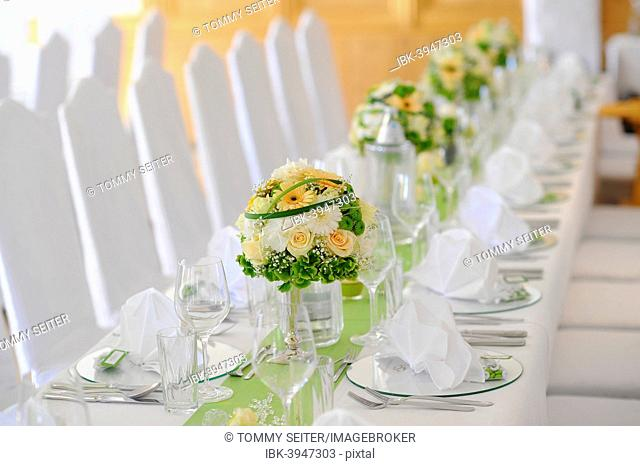 Table decoration of a wedding table