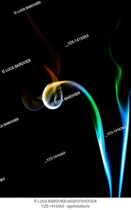 Coloured incense smoke - Post production coloration