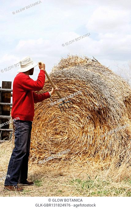 Man making a hay bale