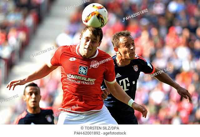 Mainz'S Christian Clemens in action with Munich's Rafinha during the German Bundesliga soccer match between 1. FSV Mainz 05 and FC Bayern Munich at the Coface...