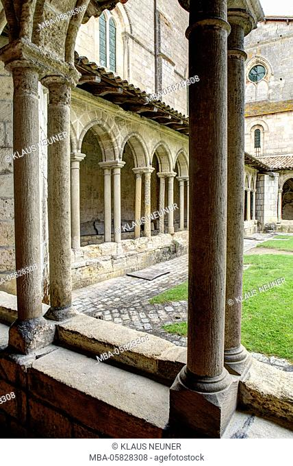 Church, cloister, la Collégiale, cloister, Saint-Émilion, Département Gironde, region Aquitaine, France