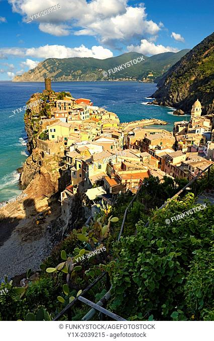 Photo of colorful fishing housesthe fishing port of Vernazza at sunrise, Cinque Terre National Park, Ligurian Riviera, Italy