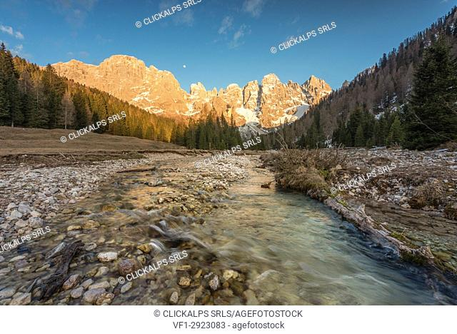 Europe, Italy, Trentino, Val Venegia. Winter sunset in the naturpark of Paneveggio - Pale di San Martino, Dolomites