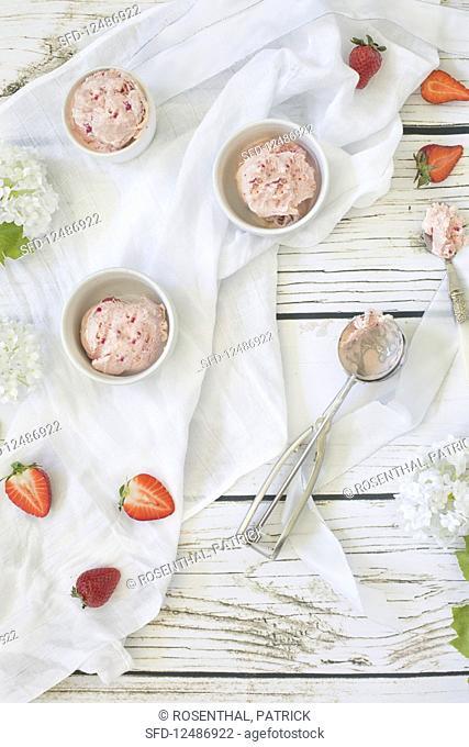 Strawberry ice cream and fresh strawberries