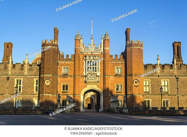 Hampton Court Palace, The great gatehouse, London, England, UK