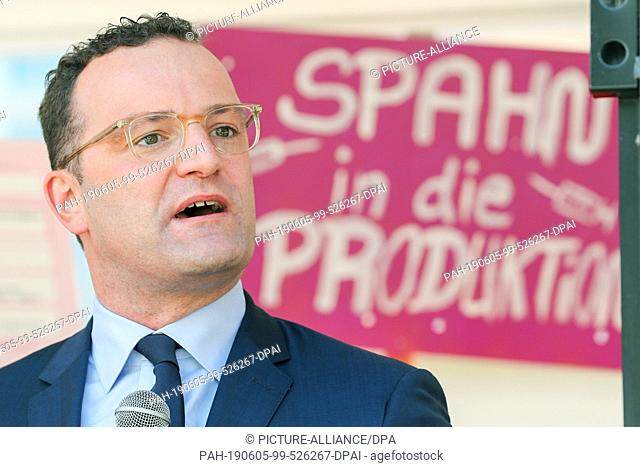 05 June 2019, Saxony, Leipzig: Accompanied by protests, Jens Spahn (CDU), Federal Minister of Health, speaks at a rally of employees from health professions...