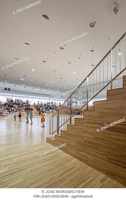 Positioned alongside a library by Álvaro Siza and a leisure centre by Fernando Tavora, Eduardo Souto de Moura's three-storey bui