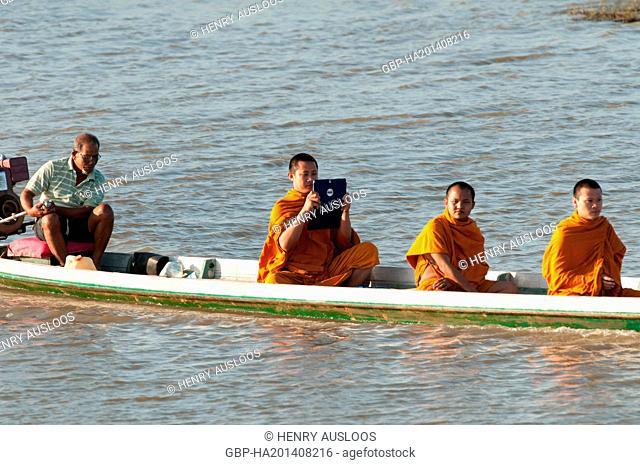 Monks, visiting, Tale, Noi, Between, lake, sea, Phatthalung, Thailand
