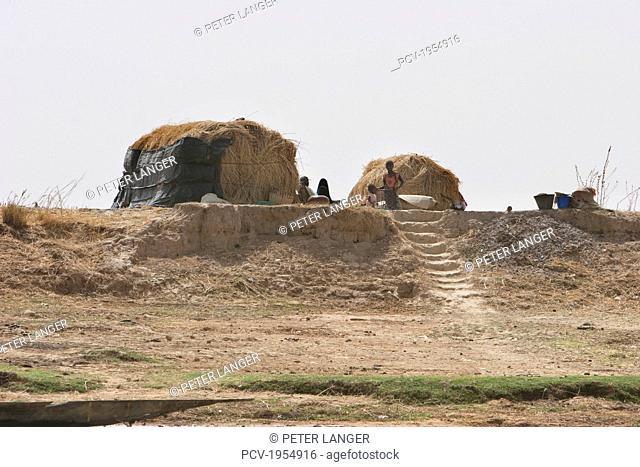 Mud houses along the shores of the Niger River between Mopti and Lake Debo, Mali