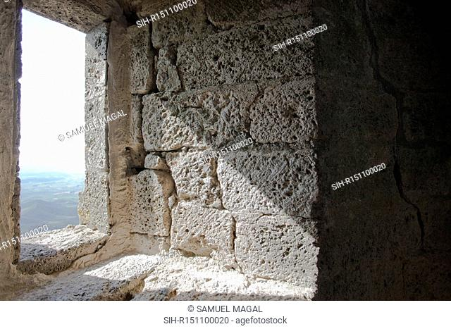 The first mention to the presence of a castle at Queribus goes back to the beginning of the 11th century. During the Crusade against the Albigeois