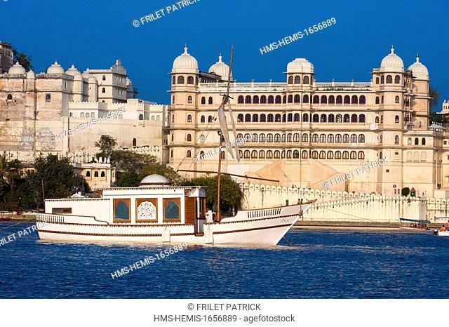 India, Rajasthan state, Udaipur, the City Palace facing Lake Pichola