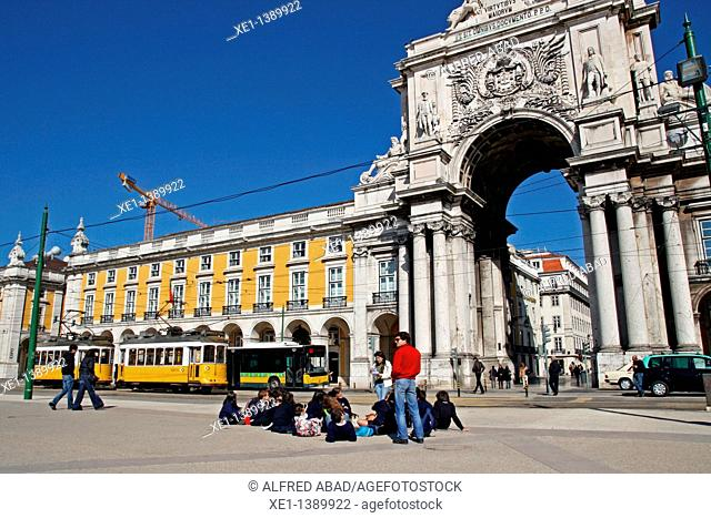 students, tram, Praça do Comercio, Arco da Rua Augusta, 1873, architect: Verissimo Jose da Costa, Lisboa