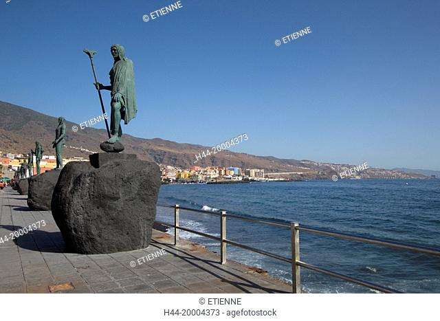 Menceys statues in Candelaria