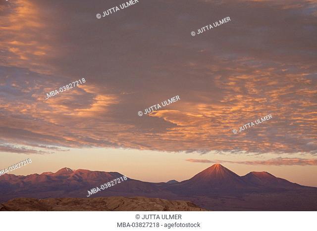 Chile, Valle de la Luna, volcano Licancabur, clouds, sunset