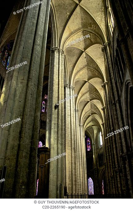 Cathedral saint Etienne, 12th 14th c., Gothic style, inside nave and arches, Bourges, Cher, Berry, France