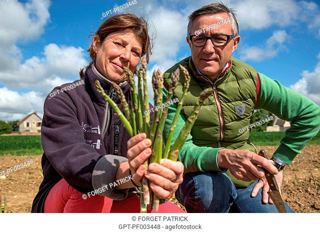 LAURENT CLEMENT, MICHELIN-STARRED CHEF OF THE COURS GABRIEL, AND HELENE PERRIOT, FARMER OF GREEN ASPARAGUS, FARM PRODUCE OF THE LAND OF THE EURE-ET-LOIR