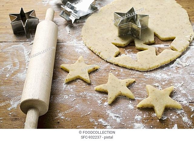 Cutting out star-shaped biscuits