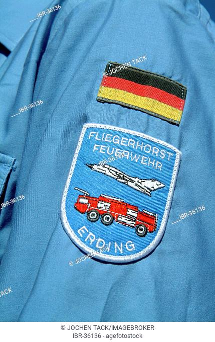 DEU, Federal Republic of Germany, : Rescue exercise of the airport fire service of the german airforce, on the runway