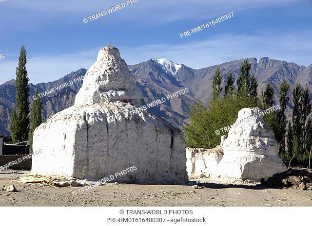 Old Chorten, Rambirpura, Manali-Leh Highway, Jammu and Kashmir, India / Alte Chörten, Rambirpura, Manali-Leh Highway, Jammu und Kashmir, Indien