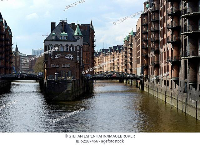 Storage buildings, Wasserschloesschen building, Speicherstadt historic warehouse district, Hamburg, Germany, Europe