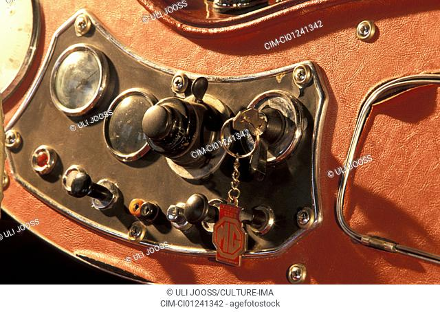 Car, MG TD, vintage car, Roadster, 1950s, fifties, ruby colored, detail, details, interior, Cockpit, ignition key, technics, technical, technically, accessory