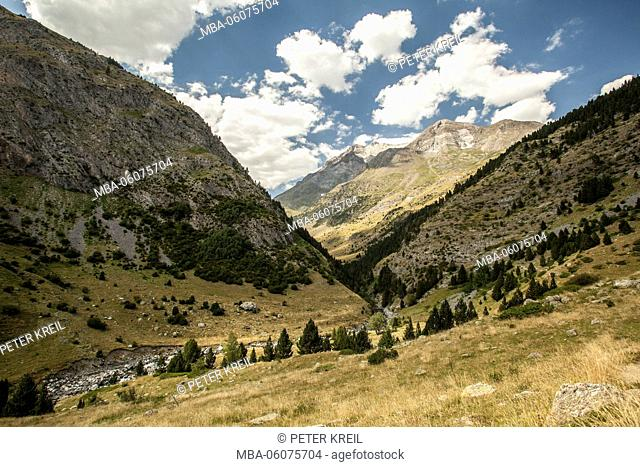 hiking path, mountain, hiking, trekking, landscape, GR11, Spain, Europe, the Pyrenees, tourism, alpine tour, clouds, valley