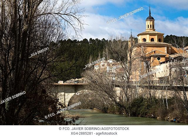 Iglesia de la Virgen de la Luz y río Júcar. Cuenca. Castilla la Mancha. España. Europa