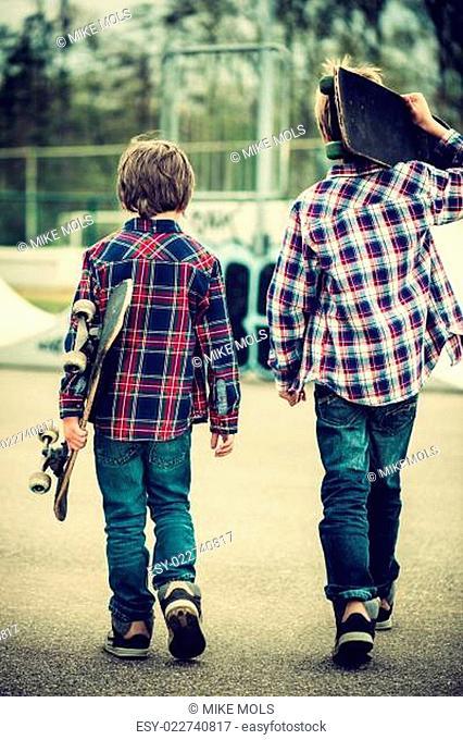 walking skater boys
