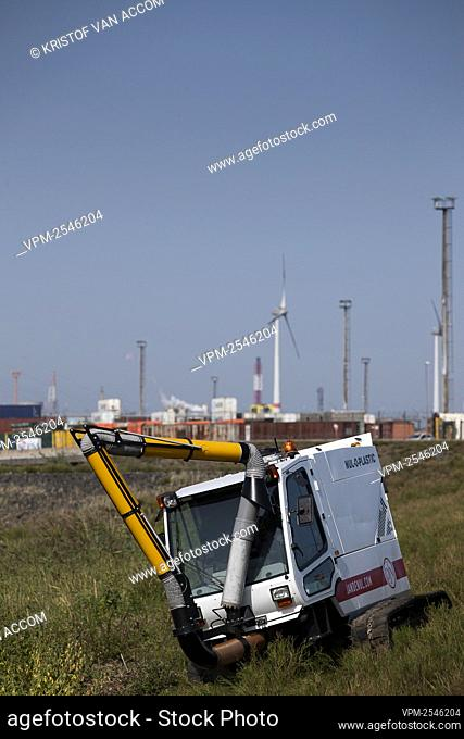 Illustration picture shows the Nul-O-Plasti machine, at nature reserver Galgeschoor, in the Scheldt estuary, near the port of Antwerp, Friday 18 September 2020