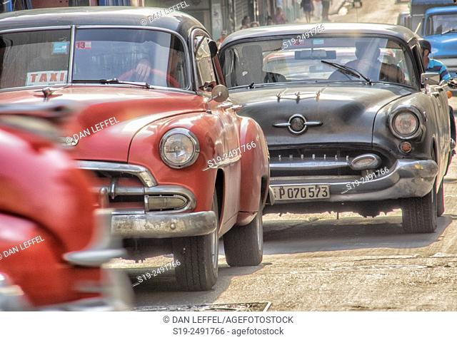 Cuba, Havana, Vintage cars in traffic, taxi