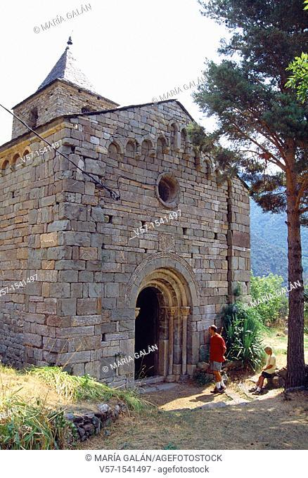Facade of Santa María church. Coll, Lérida province, Catalonia, Spain