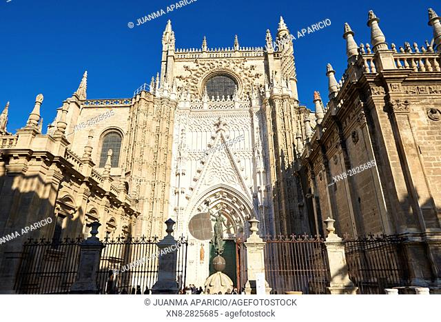Cathedral main entrance, also called Puerta del Príncipe, with a replica of 'El Giraldillo', a weather vane whose original stands on the top of 'La Giralda'...