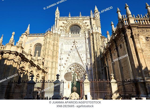 Cathedral main entrance, also called Puerta del Príncipe, with a replica of 'El Giraldillo', a weather vane whose original stands on the top of 'La Giralda'...