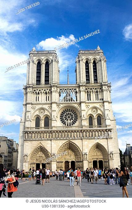 Overview of Notre Dame Cathedral  Paris  Fracne