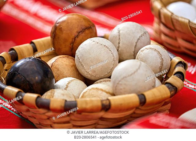 Pelota Vasca (Basque pelota), Feria de Santo Tomás, The feast of St. Thomas takes place on December 21. During this day San Sebastián is transformed into a...