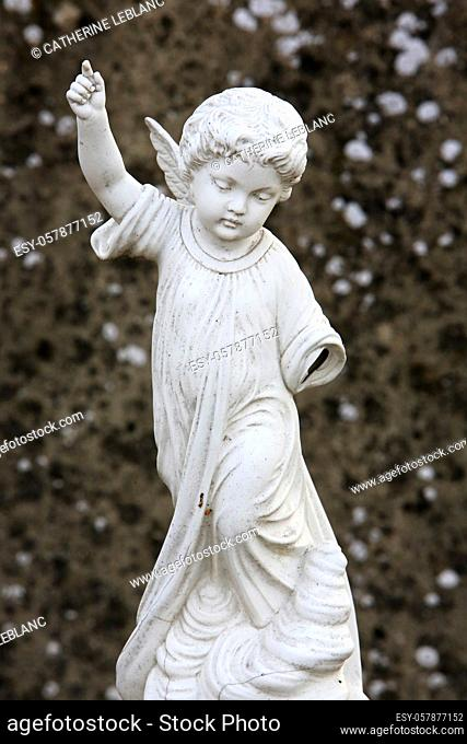 Statue of an angel whose left arm is missing. Handicap. Chambry. Seine et Marne. France. Europe