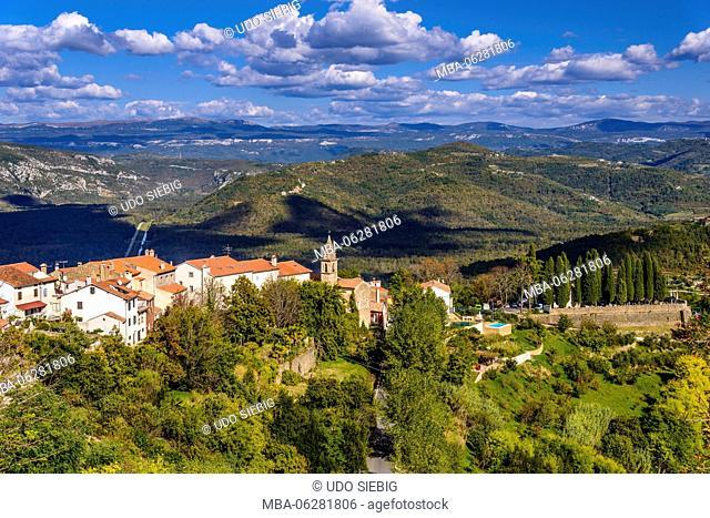 Croatia, Istria, Mirnska dolina, Motovun, view from city wall