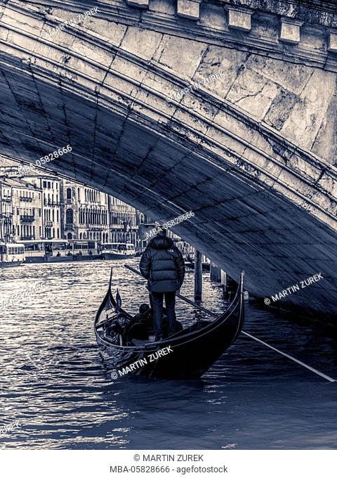 Gondola under the Riold bridge, Venice, Italy, Veneto, building, architecture, water,place of interest, vacation, gondola, typical, water, gondolier