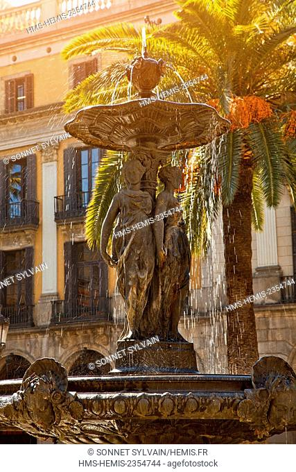 Spain, Catalonia, Barcelona, fountain on Placa Reial