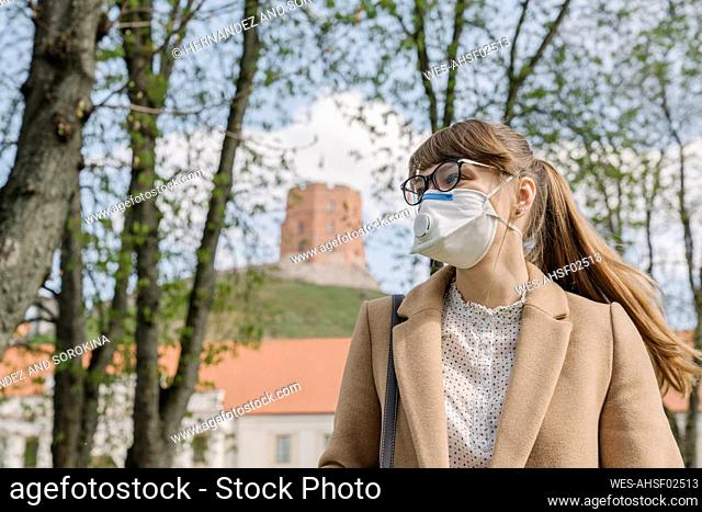 Woman wearing FFP2 mask looking sideways in the city