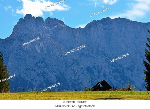 Germany, Bavaria, Isar valley, Buckelwiesen, Karwendelgebirge