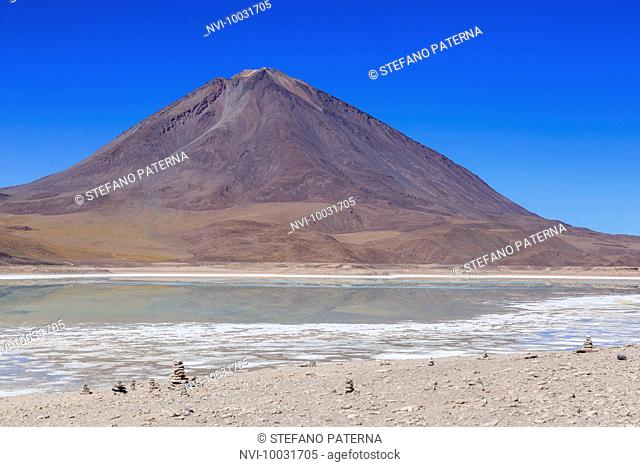 Laguna Verde and Licancabur Volcano, Altiplano, Bolivia, South America