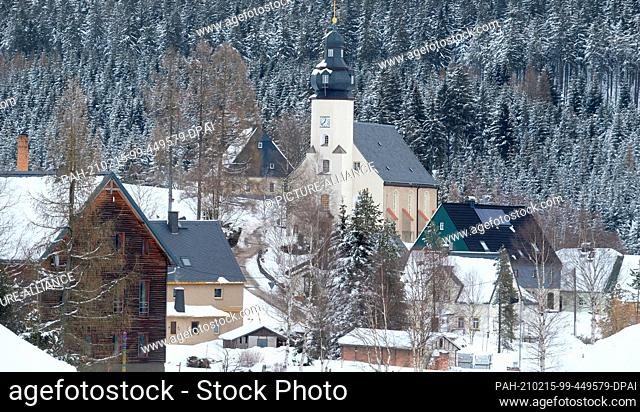 15 February 2021, Saxony, Kühnhaide: The church and houses of Kühnhaide, a district of the Saxon town of Marienberg in the Erzgebirge district