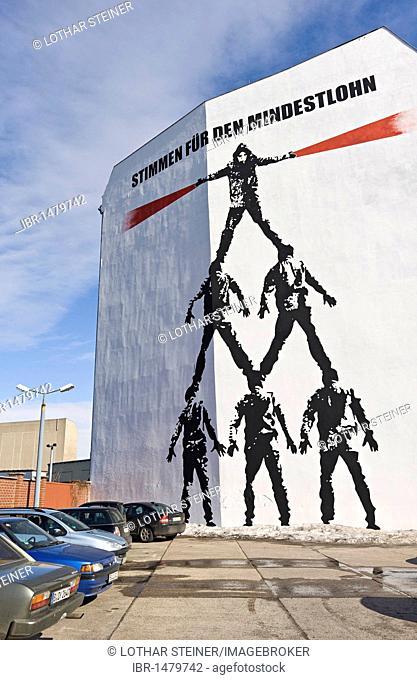 Stimmen fuer den Mindestlohn, voices for the minimum wage, Die Menschenpyramide, man pyramid, mural by Victor Ash on Schiffbauerdamm, Berlin, Germany, Europe