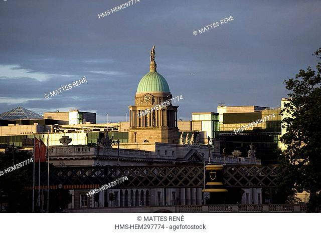 Ireland, Dublin, Custom House, neoclassical 18th century building which houses the Department of the Environment, Heritage and Local Government