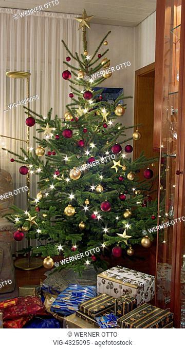 Otto Christbaumkugeln.Weihnachten Festlich Geschmueckter Weihnachtsbaum Christbaumkugeln